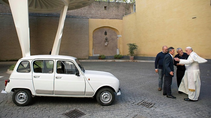 Pope Francis - Renault 4